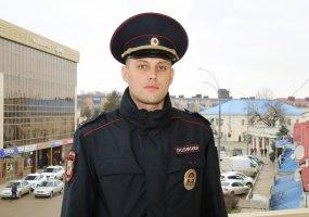 В Абинском районе участковый вытащил молодого человека из ледяной воды