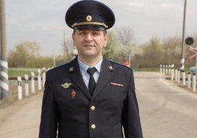 Замруководителя отдела ГСУ краевого главка спас жизнь пострадавшим в ДТП