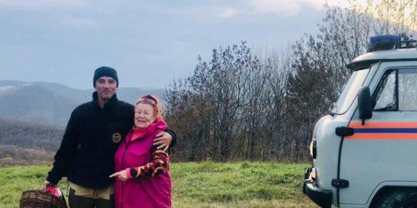 В Новороссийске женщина заблудилась в лесу в поисках грибов