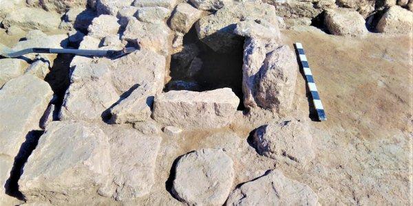 В окрестностях Анапы обнаружили древний алтарь с терракотовыми фигурками