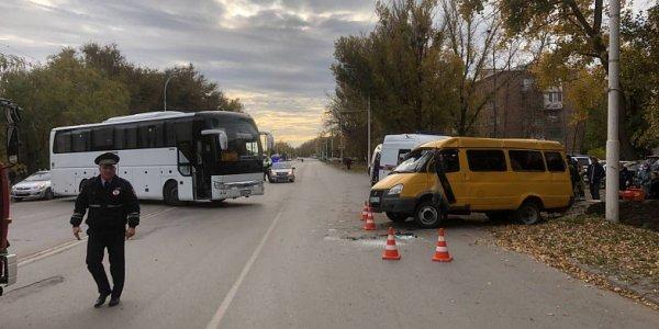 Рейсовый автобус «Волгодонск — Геленджик» врезался в «Газель» с пассажирами