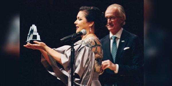 Певица Анна Нетребко получила международную премию из рук королевы Швеции