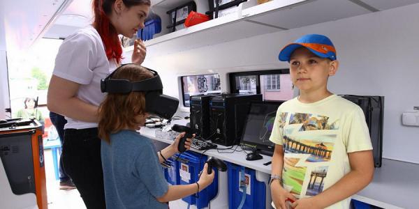 На базе мобильных «Кванториумов» Кубани пройдут обучение около 4 тыс. школьников