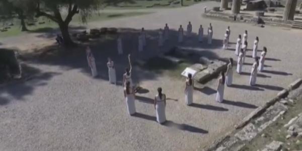 В Древней Олимпии зажгли огонь зимних Олимпийских игр — 2022