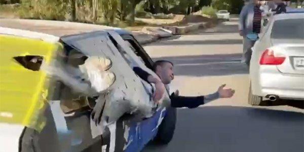 В Краснодаре блогеры примотали друга скотчем к машине и прокатились по городу