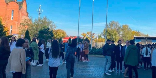 В Краснодаре из школы вывели 120 человек из-за загоревшегося мусорного бака