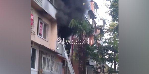 В Сочи во время пожара из пятиэтажки эвакуировали 5 человек
